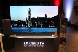 LG 65EF9809 Innovation Tour 2015